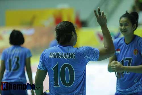 Gặp đối thủ cơ bắp, bóng chuyền nữ Việt Nam thắng thuyết phục - 7
