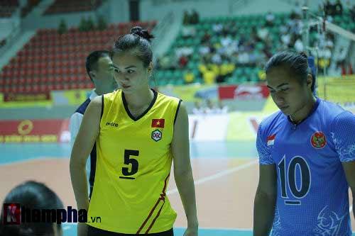 Gặp đối thủ cơ bắp, bóng chuyền nữ Việt Nam thắng thuyết phục - 1