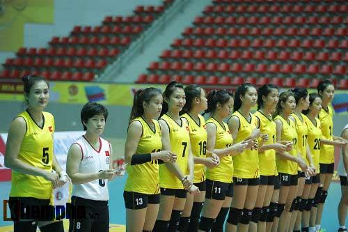 Gặp đối thủ cơ bắp, bóng chuyền nữ Việt Nam thắng thuyết phục - 9