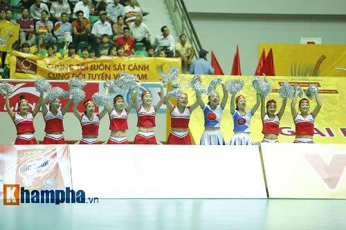 Gặp đối thủ cơ bắp, bóng chuyền nữ Việt Nam thắng thuyết phục - 10
