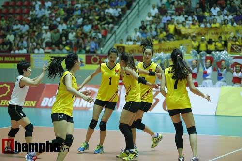 Gặp đối thủ cơ bắp, bóng chuyền nữ Việt Nam thắng thuyết phục - 15