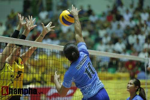 Gặp đối thủ cơ bắp, bóng chuyền nữ Việt Nam thắng thuyết phục - 11