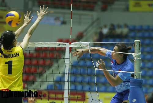 Gặp đối thủ cơ bắp, bóng chuyền nữ Việt Nam thắng thuyết phục - 12