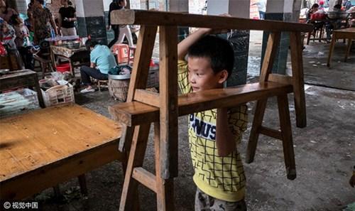 Bé trai 8 tuổi nặn 10.000 viên hoành thánh mỗi ngày - 3