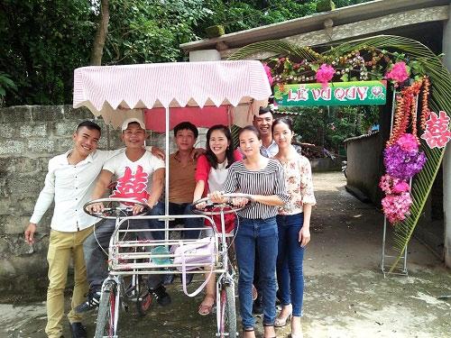 Độc đáo chú rể rước dâu bằng xe đạp đôi ở Nghệ An - 2