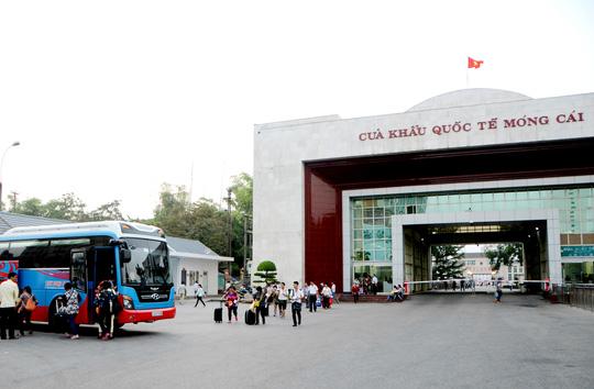 Quảng Ninh thí điểm cho xe tự lái TQ vào du lịch - 1