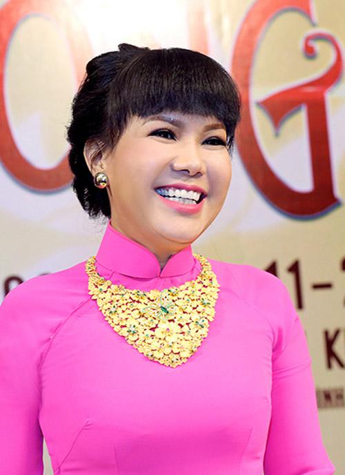 Việt Hương đeo dây chuyền vàng hơn 2 tỷ đi ra mắt show mới - 2