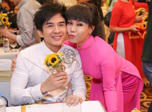 Việt Hương đeo dây chuyền vàng hơn 2 tỷ đi ra mắt show mới - 4
