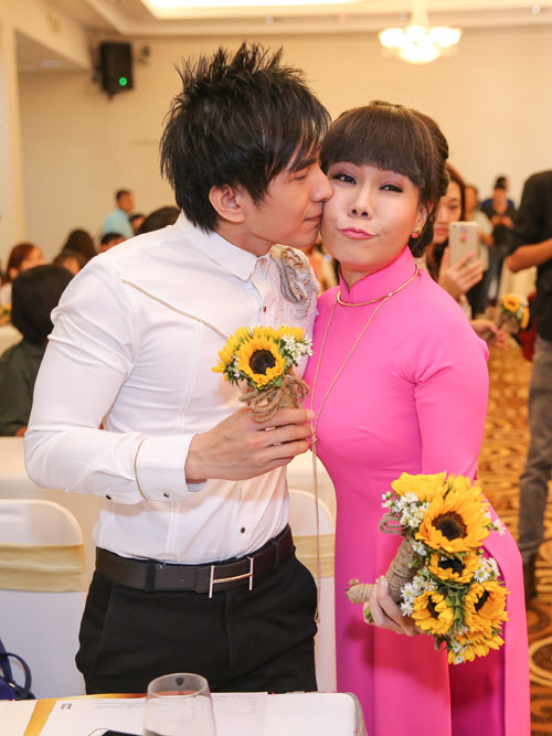 Việt Hương đeo dây chuyền vàng hơn 2 tỷ đi ra mắt show mới - 5