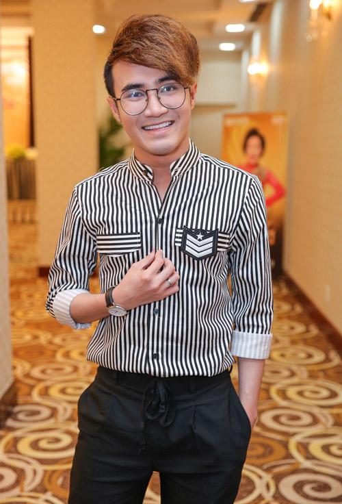 Việt Hương đeo dây chuyền vàng hơn 2 tỷ đi ra mắt show mới - 7