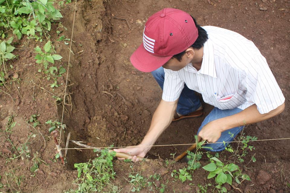 Phát hiện những tảng đá nghi móng tường thành điện vua Quang Trung - 2