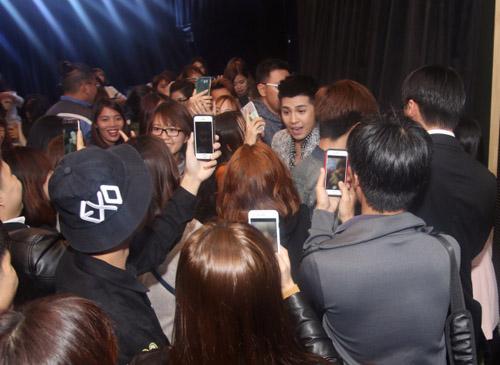 Khán giả quây kín Noo Phước Thịnh tại Hàn Quốc - 1