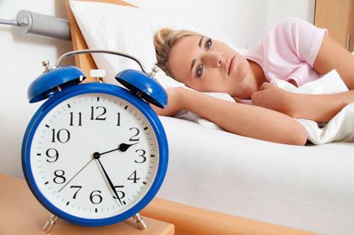 Người mất ngủ chia sẻ kinh nghiệm ngủ ngon, không nhờn thuốc - 1