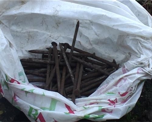 Chuyện lạ ở Huế: Hàng ngàn ngôi mộ bị đóng đinh - 3