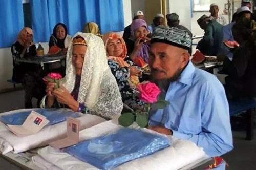 Cụ ông 71 tuổi yêu và kết hôn với cụ bà 114 tuổi - 1