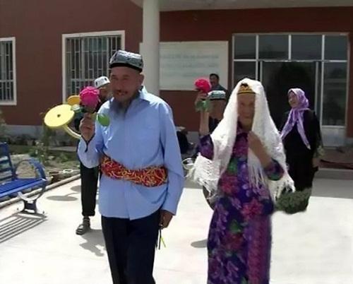 Cụ ông 71 tuổi yêu và kết hôn với cụ bà 114 tuổi - 3