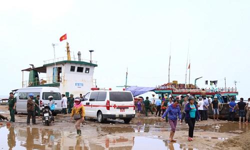 Chìm tàu hàng gần đảo Cồn Cỏ, nhiều người gặp nạn - 1