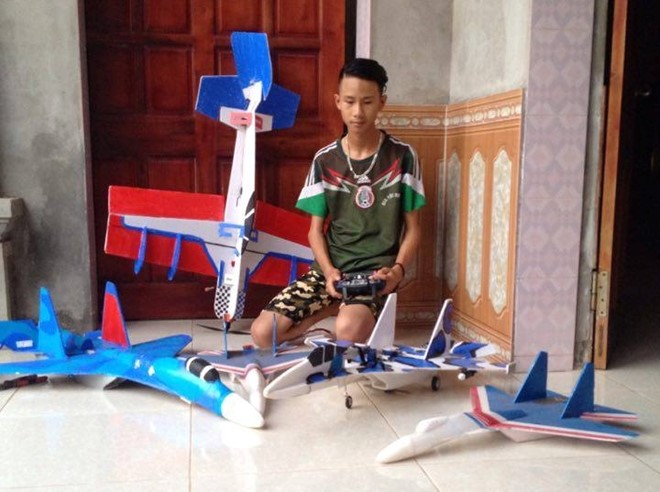 Nam sinh chế mô hình Su-37 lao vun vút trên bầu trời - 1