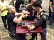 """Thể thao - Vật tay: Hot-boy Việt VĐTG thua """"ông chú"""" 44 tuổi"""