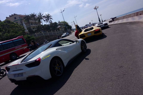 Cường 'Đô la' cầm lái Ferrari 488GTB cùng bộ đôi Lamboghini Aventador dạo phố - 2