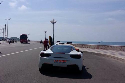 Cường 'Đô la' cầm lái Ferrari 488GTB cùng bộ đôi Lamboghini Aventador dạo phố - 3