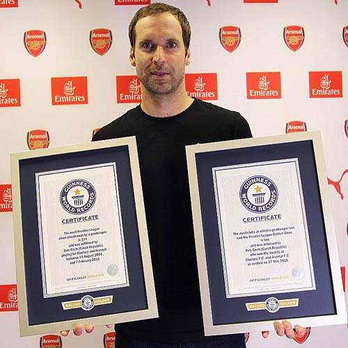 Petr Cech & sao Everton cùng lập kỉ lục Guinness - 1