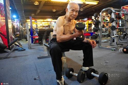 TQ: Cụ ông 94 tuổi vẫn chăm tập gym mỗi ngày - 2