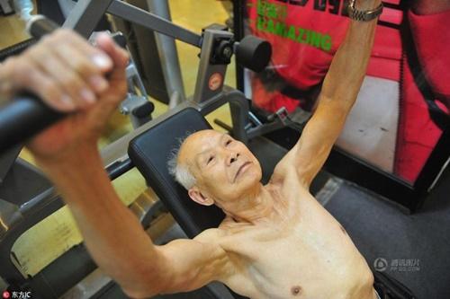 TQ: Cụ ông 94 tuổi vẫn chăm tập gym mỗi ngày - 3
