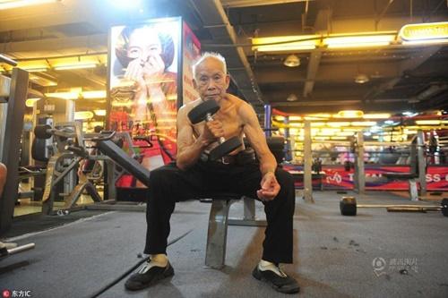 TQ: Cụ ông 94 tuổi vẫn chăm tập gym mỗi ngày - 4