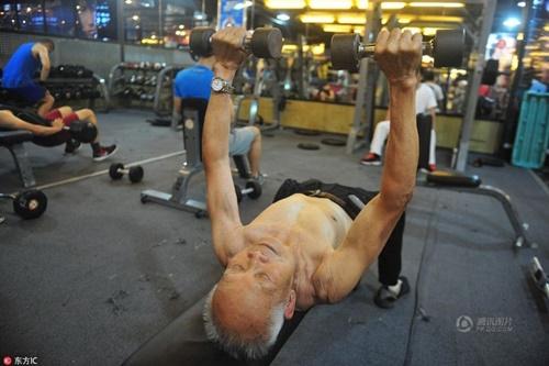 TQ: Cụ ông 94 tuổi vẫn chăm tập gym mỗi ngày - 5