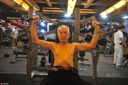 TQ: Cụ ông 94 tuổi vẫn chăm tập gym mỗi ngày - 1