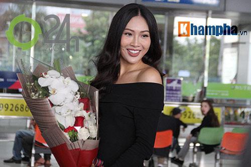 Người đẹp Miss World đón huyền thoại UFC Chuck đến Việt Nam - 1