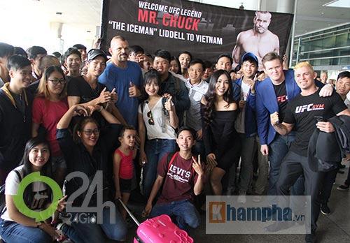 Người đẹp Miss World đón huyền thoại UFC Chuck đến Việt Nam - 6
