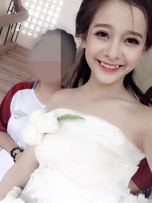 Cô gái Chăm đẹp hút hồn với váy cưới làm từ giấy ăn - 1