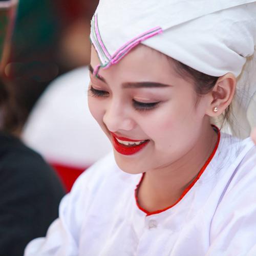 Cô gái Chăm đẹp hút hồn với váy cưới làm từ giấy ăn - 5