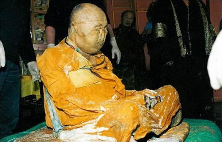 Xác ướp 164 tuổi tỉnh giấc, đi lại trong tu viện ở Nga? - 1