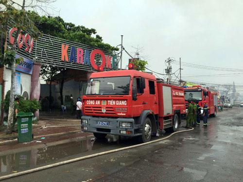 Cháy dữ dội tại quán karaoke nổi tiếng miền Tây - 2