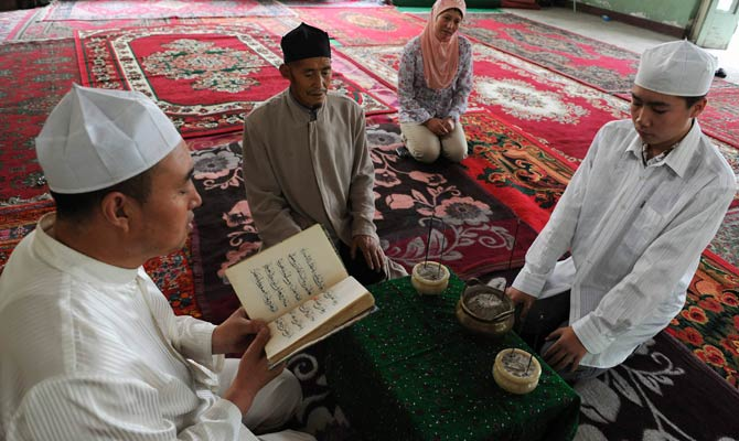 Trung Quốc cấm cha mẹ Tân Cương cho con theo tôn giáo - 2