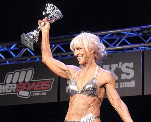 Cụ bà U70 cơ bắp cuồn cuộn vô địch 1 bang ở Úc - 4