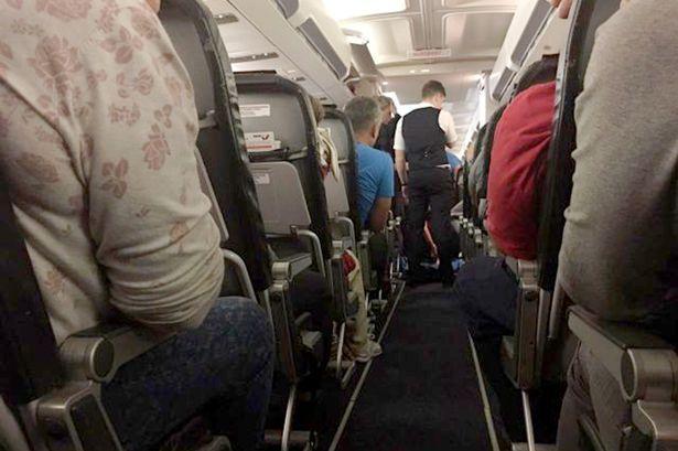 Hành khách phát hoảng khi bay cùng xác chết suốt 3 tiếng - 2