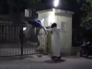 """Video Clip Cười - """"Rớt hàm"""" với clip """"ma"""" dọa người trong đêm"""