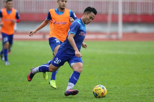 """HLV Hữu Thắng chưa cho """"Ronaldo Việt"""" vào sân vì quá mập - 1"""