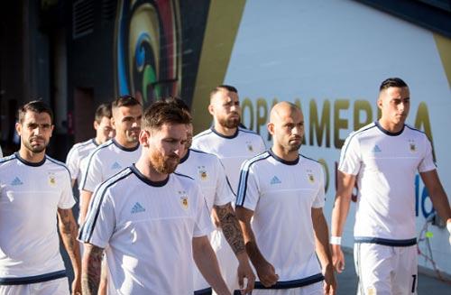 Tuyển Argentina không xứng với đẳng cấp của Messi - 2