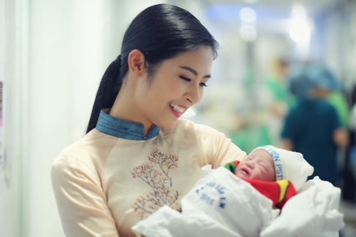 Hồng Quế hạnh phúc đón con gái chào đời - 2