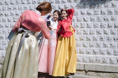Chi Pu mặc hanbok xinh không thua á hậu Hàn Quốc - 8