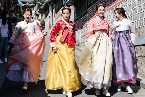 Chi Pu mặc hanbok xinh không thua á hậu Hàn Quốc - 4