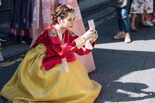 Chi Pu mặc hanbok xinh không thua á hậu Hàn Quốc - 9