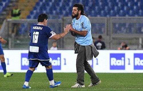 "Ronaldinho, Maradona ""diễn xiếc"" với nhiều huyền thoại - 3"
