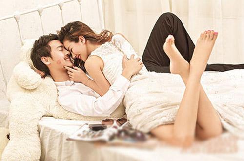 Bi hài chuyện kiêng kị giường cưới của vợ chồng trẻ - 1