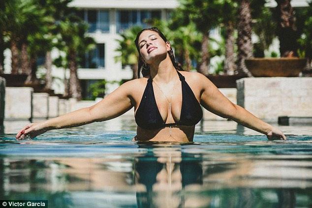 """""""Mẫu béo sexy nhất"""" mặc bikini khoe vòng 1 căng tràn - 7"""